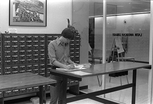 Researcher at The Latin American Library following its incorporation to Howard-Tilton Memorial Library (1978)